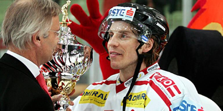 2006 entschieden die heimischen All Stars das Spiel für sich. Dieter Kalt mit dem Siegerpokal. (c) GEPA