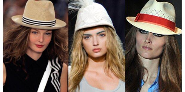 Frauen tragen wieder Hüte