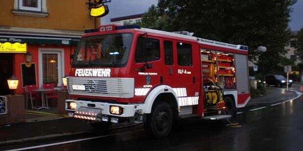Feuerwehr rettet Lkw-Insassen aus Wienfluss