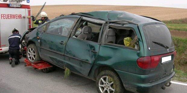 Räuber-Depp baut Unfall mit Fluchtauto