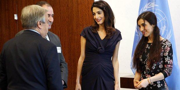George Clooneys Frau zeigt ihre Baby-Kugel