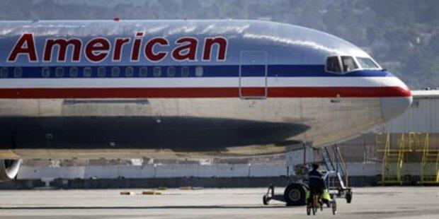 Boeing schlittert über Landebahn hinaus