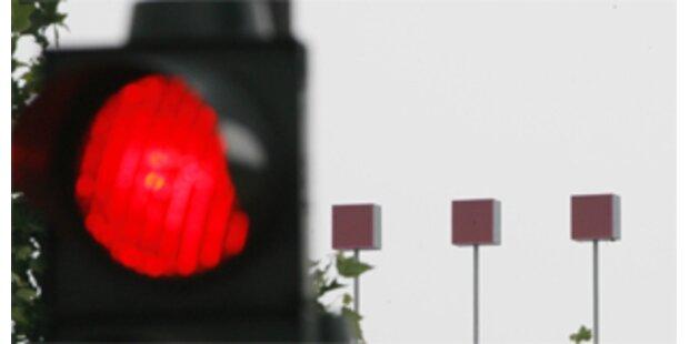 Österreicher halten sich nicht an rote Ampeln
