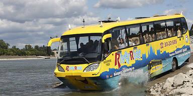 Bald schwimmt ein Bus durch Salzburg