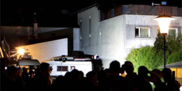 Das Horror-Haus bei Nacht.