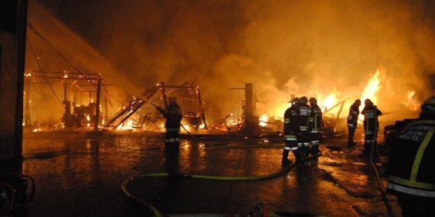 Scheune in Neuhofen abgebrannt