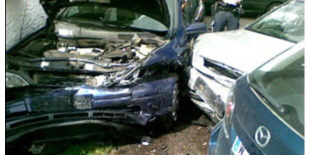 Autolenker rast in Urlauberfamilie in NÖ