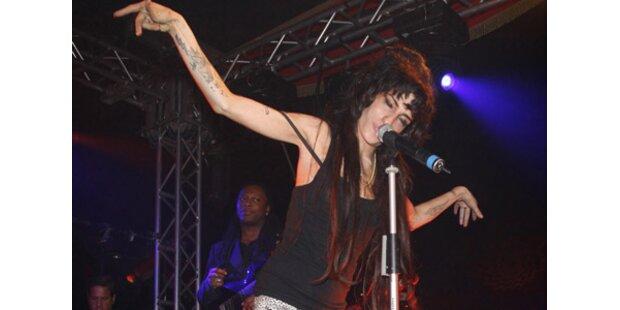 Amy Winehouse wieder im Spital