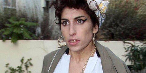 Winehouse: Peinliche Nacktfotos bald im Web?