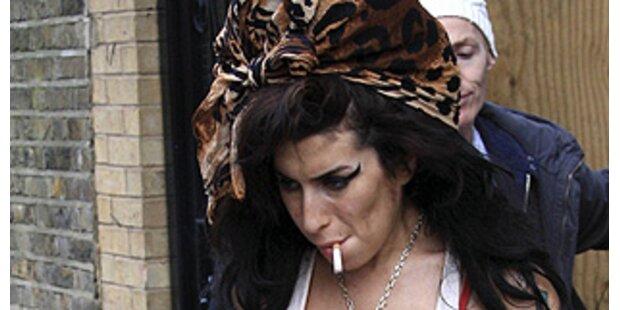 Amy Winehouse macht in Mode und Kosmetik