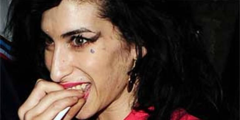 Amy Winehouse wurde wieder beim Koksen erwischt