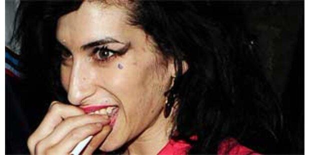 Amy Winehouse beim Koksen erwischt