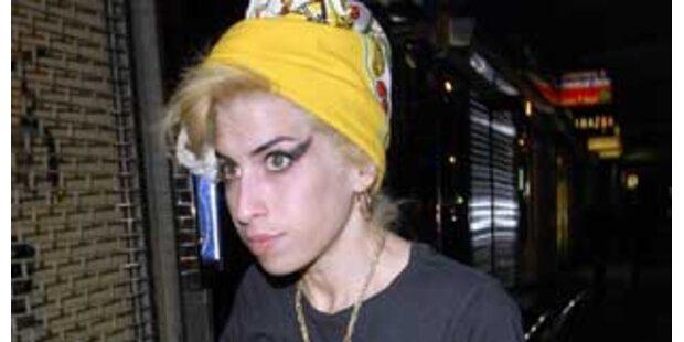 Amy Winehouse startet mit neuem Look ins neue Jahr