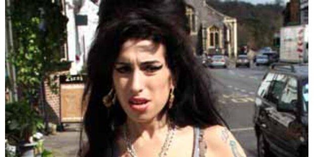 Plattenfirma stellt Amy Ultimatum