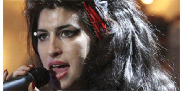 Amy Winehouse nach Schwächeanfall im Spital