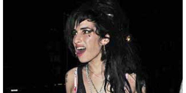 Drogennacht! Amy schlug zwei Männer
