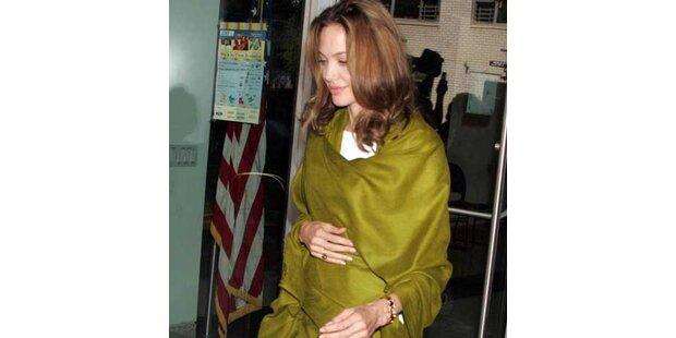 Angelina Jolie mit Babybäuchlein