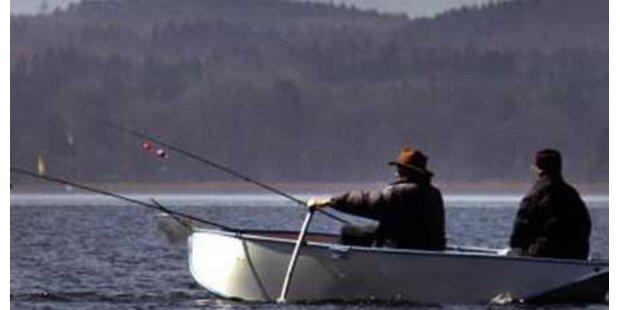 Schüler fischte gekenterten Angler aus Attersee