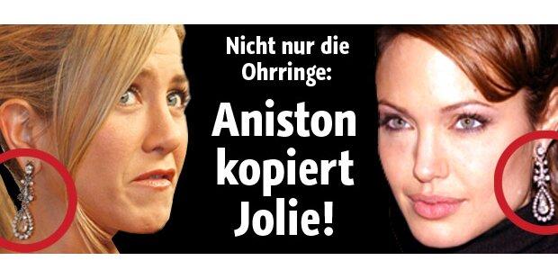 Jennifer Aniston trägt Jolies Ohrringe