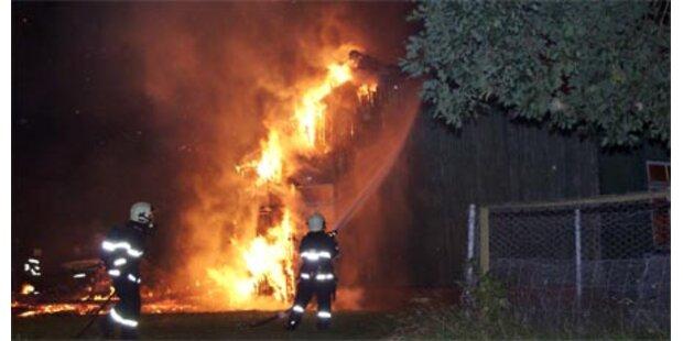 Brandstifter zerstört Anne-Frank-Baracke