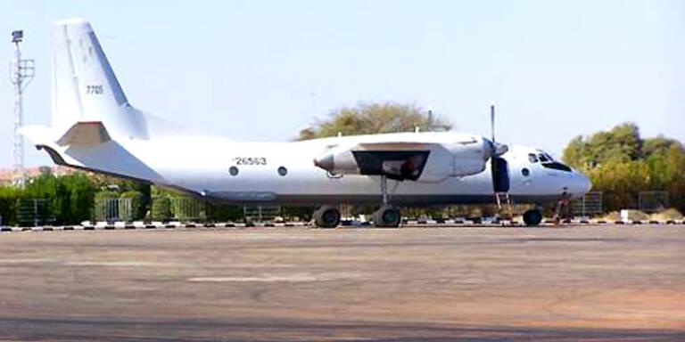 """Die Maschine des Typs """"Antonov-26"""" stürzte rund 2,5 Kilometer nordwestlich des Flughafens ab. (c)RTS"""