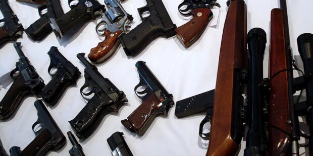Razzia gegen Waffenschieber: 45 Festnahmen