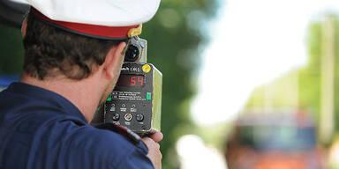 Polizei Polizist Radar Kontrolle