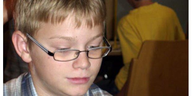 Peter (13) fordert Großmeister Kasparow