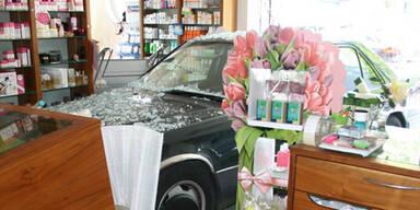 Graz: Opa krachte mit Auto in Apotheke
