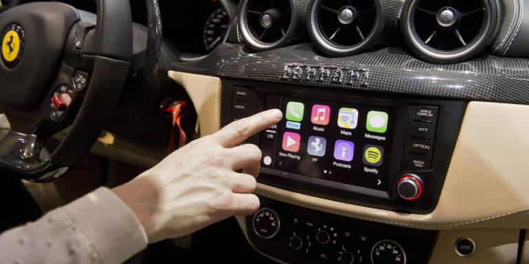 Video: So funktioniert iOS 7.1 im Ferrari