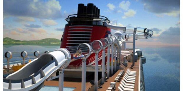 Erstes Schiff mit Wildwasserbahn