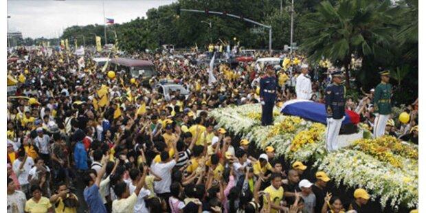 Zehntausende nehmen Abschied von Aquino