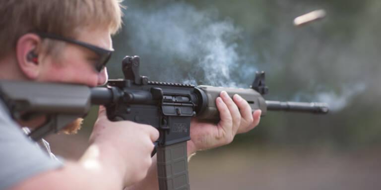 US-Senator verlost Gewehr AR-15 bei Facebook