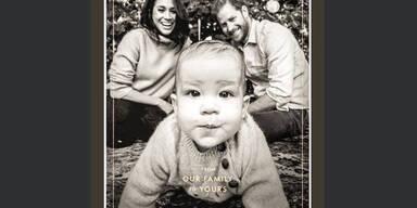 Royale Grüße: Archie auf schwarz-weißer Weihnachtskarte