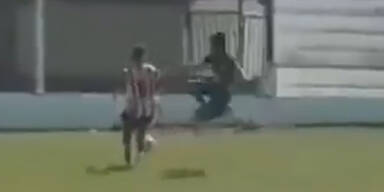 Bizarres Brutalo-Foul in Argentinien
