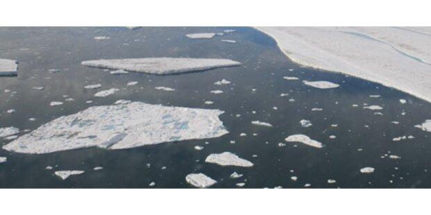 Riesige Eisbrocken lösen sich von Küste der Arktis
