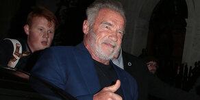 Schwarzenegger: Notlandung nach Horrorflug