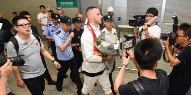 Fan-Empfang: Hier landet Arnie in China