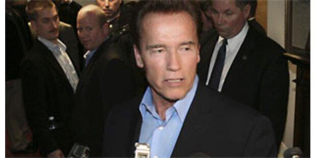 Arnie feuert Zehntausende