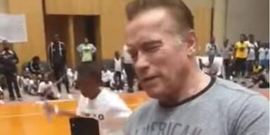 Schwarzenegger Arnie Attacke