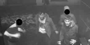 Vier Männer stachen auf Türsteher vor Wiener Lokal ein