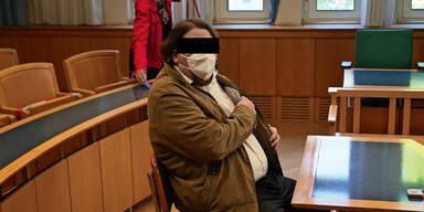 Junger Wiener, der Bankierswitwe geheiratet hatte, vor Gericht