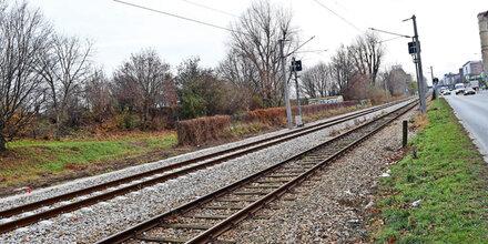 Joggerin mit Kopfhörern überhört Zug: tot