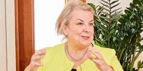Hartinger-Klein präsentiert Sparpaket für AUVA