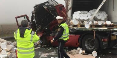 Schoko-Lkw crasht: A2 wegen Haselnusscreme gesperrt