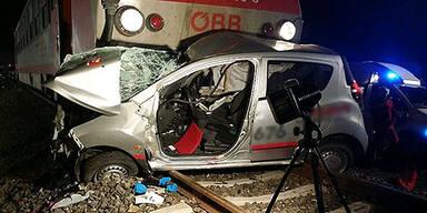Autolenkerin stirbt bei Zug-Crash