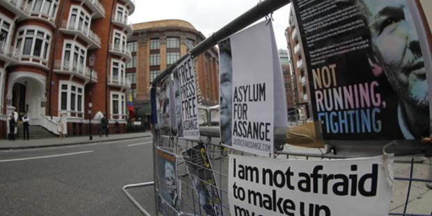 Ecuador gewährt Wikileaks-Boss Asyl