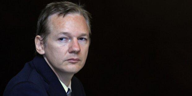 Wikileaks-Gründer sucht um Asyl an