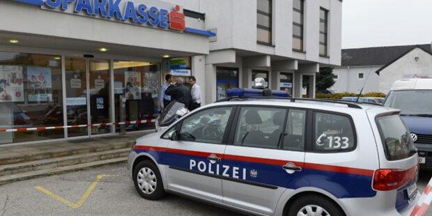 Gangster nehmen neun Geiseln in Bank
