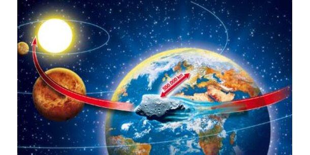 Asteroid rast an der Erde vorbei